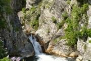 Водопадът Сини вир крие безброй подводни тайни